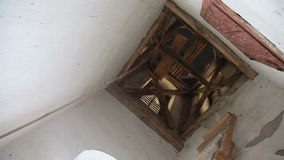 Arkana dla kościelnych dzwonów - kościelny dzwon dzwoni wśrodku kościelny wierza zbiory wideo
