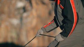 Arkana ono ślizga się w rękach arywista Mountaineering ubezpieczenia zakończenie zbiory wideo