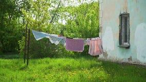 Arkana z czystym odziewa outdoors na pralnianym dniu zdjęcie wideo
