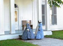 Arkansas Historic Home. Two re-enactment volunteers pose besides historic civil-war era home.  Both are wearing period dresses and part of the Old Washington Stock Images
