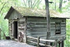 Arkansas naturlig bro - gammal hemmankabin Arkivbilder