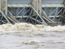 Arkansas rzeka wzrasta, ogrobla, laszowanie wod? z ci??kimi wiosna deszczami obrazy stock