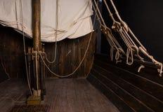Arkany i olinowanie magistrala maszt na pokładzie Stary statek Zdjęcia Royalty Free