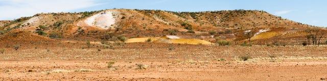 arkaringa澳洲被绘的沙漠小山 免版税库存照片