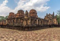 Arkeologisk plats för en khmer av Prasat Muang Tam i det Buriram landskapet, Thailand Royaltyfri Bild