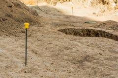 Arkeologiska utgrävningar av en forntida bosättning, en forntida grop med ett kulturellt lager arkivfoto