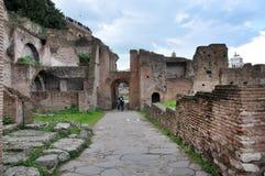 Arkeologiska utgrävningar i Roman Forum, Rome, Italien Arkivfoto