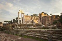 Arkeologiskt fördärvar i Rome Royaltyfri Foto