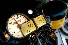 ARKHANGELSK, FEDERACIÓN RUSA - 4 DE SEPTIEMBRE: Tablero de instrumentos de la bici del deporte de BMW S1000RR, el 4 de septiembre Fotos de archivo libres de regalías