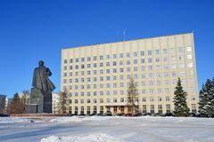 Arkhangelsk, Russia, February, 20, 2018. Monument to Lenin and the building of the regional Assembly of deputies in winter in Ark. Arkhangelsk, Russi stock photos