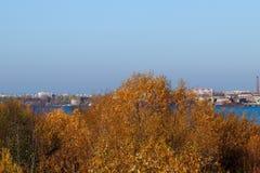 arki Jesień dzień Widok stare kuszetki szalunku zakład przetwórczy i budynki obrazy royalty free