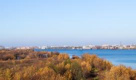 arki Jesień dzień Widok stare kuszetki szalunku zakład przetwórczy i budynki obrazy stock