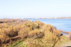 arki Jesień dzień Widok stare kuszetki szalunku zakład przetwórczy i budynki zdjęcia royalty free