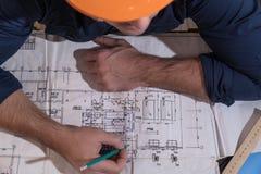 Arkitekt eller formgivare i processen av arbete Arkivfoton