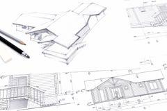 Arkitekt som drar en skissa med blyertspennan arkivfoto