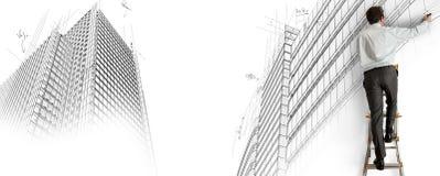 Arkitekt som tecknar ett projekt royaltyfri fotografi