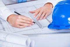 Arkitekt Working On Blueprint Arkivbild