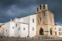 Arkitektonisk detalj av den Faro domkyrkan på en vårdag Royaltyfria Bilder