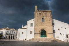 Arkitektonisk detalj av den Faro domkyrkan på en vårdag Royaltyfria Foton
