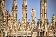 Arkitektonisk detalj av den milan domkyrkan arkivfoto