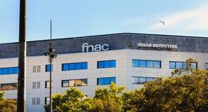 Arkitektonisk detalj av det största FNAC-lagret i Barcelona royaltyfri bild