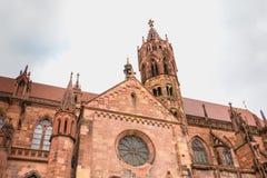 Arkitektonisk detalj av domkyrkan av vår dam av Freiburg Arkivbild