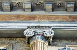 Arkitektonisk detalj av en forntida dekorerad huvudstad Royaltyfri Fotografi