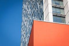 Arkitektonisk detalj av en modern byggnad Arkivfoton