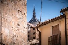 Arkitektonisk detalj av hus som är typiska av den historiska stadscent arkivbilder