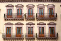 Arkitektonisk detalj av kolonial byggnad i Mexico royaltyfri fotografi