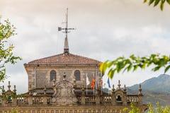 Arkitektonisk detalj av stadshuset av Irun i Spanien royaltyfria bilder