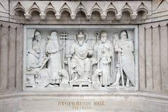 Arkitektonisk detalj - den moderna skulpturen av konungen Saint Stephen i Budapest Royaltyfri Foto