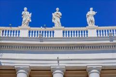 Arkitektonisk detalj i helgonet Peter Square i Vaticanen, Rome, Ital Royaltyfri Bild