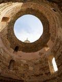 Arkitektonisk detalj-, kupol- och himmelsikt i Kroatien Arkivfoto