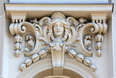 Arkitektonisk detalj på fasaden av en gammal byggnad, Zagreb, Kroatien royaltyfri fotografi