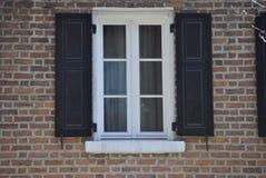 Arkitektonisk fönsterdesign royaltyfria foton
