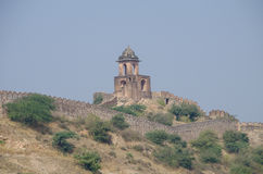 Arkitektonisk gammal konstruktion ett fort i Indien på berget Royaltyfri Foto