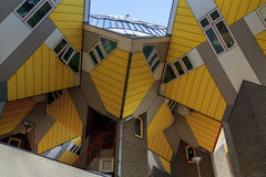 Arkitektonisk geometri Rotterdam Arkivfoton
