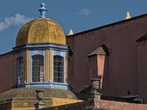 Arkitektonisk kupol i cityen av San Miguel de Allende, Mexico Fotografering för Bildbyråer