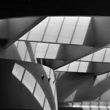 arkitektonisk reflekterad shopping för detaljbalkar glass galleria Fotografering för Bildbyråer