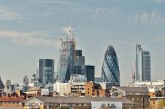 Arkitektonisk sammansättning i London med Gerkinen Arkivbilder