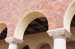 Arkitektoniska detaljer av byggnaden av ett stadshus Arkivbild