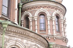 Arkitektoniska detaljer av domkyrkan av frälsaren på Spilled ger första erfarenhet Arkivfoton