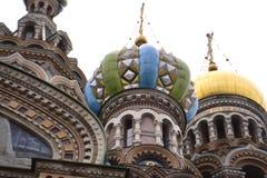 Arkitektoniska detaljer av domkyrkan av frälsaren på Spilled ger första erfarenhet Arkivbilder