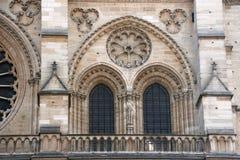 Arkitektoniska detaljer av domkyrkan Notre Dame de Paris Arkivbilder