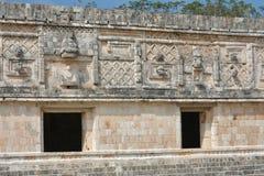 Arkitektoniska detaljer av nunneklosterbyggnaden i Uxmal yucatan Royaltyfri Bild