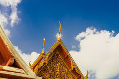 Arkitektoniska detaljer av slotten på den Wat Phra Kaew templet, Bangkok Royaltyfri Bild