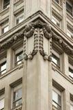 Arkitektoniska detaljer för invecklad stenhuggeriarbete, Manhattan Arkivfoto