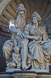 Arkitektoniska detaljer från grekisk mytologi på den Hofburg slotten i Wien Arkivfoto