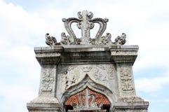 Arkitektoniska garneringar för Balinese i Taman Ujung Royaltyfria Foton